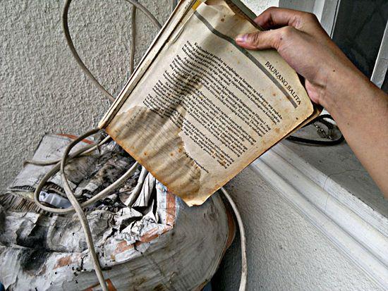 How to deodorize a musty book remedies and book - Como quitar el olor a tabaco del ambiente ...