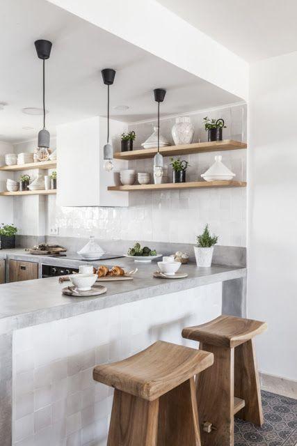 Espagne Zelliges Blancs Pour Renover Une Cuisine Interieur Moderne De Cuisine Renovation Cuisine Cuisines Design