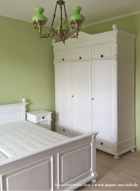 Weil die Decke im #Schlafzimmer so hoch ist, bekommt der #Kleiderschrank einen #Schrankaufsatz. Ganz nach Kundenwunsch. www.massiv-aus-holz.de