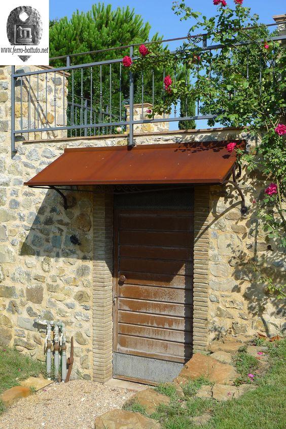 Pensilina con struttura in ferro forgiato e copertura in acciaio ...