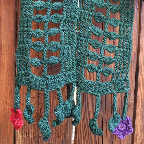 Ravelry: Little Leaves Stitch and Scarf pattern by Marta