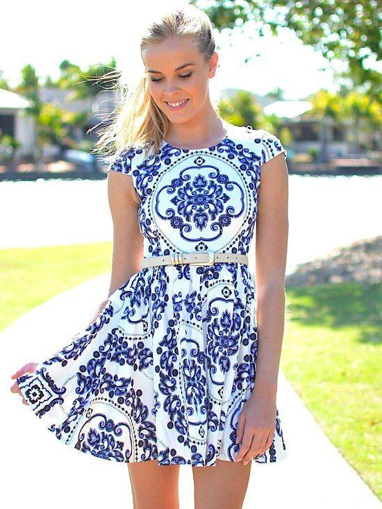 Vestido com estampa de azulejo da vovó