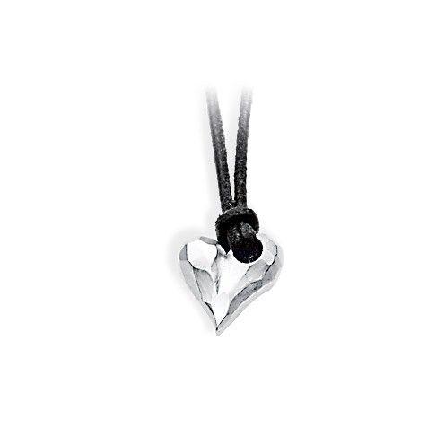 Heartbreaker, kleiner Herz Anhänger aus Silber inklusive Lederband.