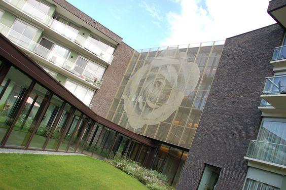 Huize Het Oosten In Bilthoven Voor Dit Project Realiseerde Vpt Gevelpanelen Met Art Punch En Zonwering Met Bladmotief Huizen Gevelbekleding Gebouwen
