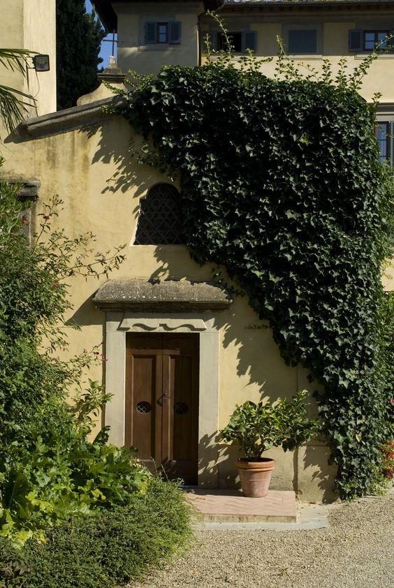 Villa La Massa: Eingang zur hoteleigenen Kapelle