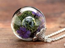 """Makes the flowerchild in us go """"Ooooh!"""" :) - A real-flower necklace"""