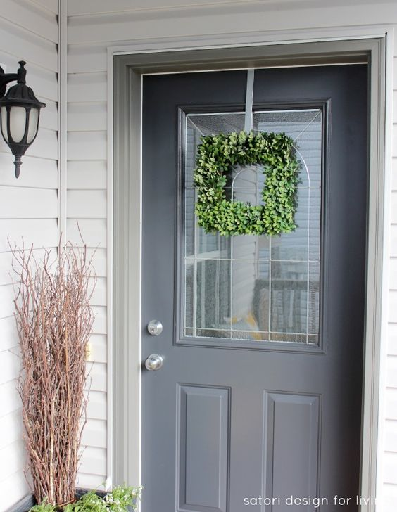 Our English Boxwood Wreath adds a nice finishing touch to freshen up your front door for spring. Via @Shauna Oberg @ Satori Design