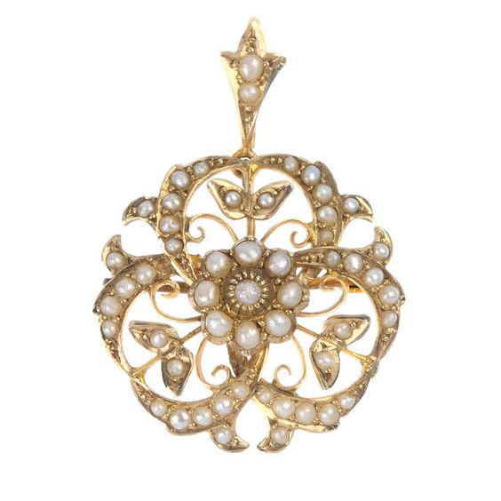 An Edwardian 9ct gold split pearl pendant.