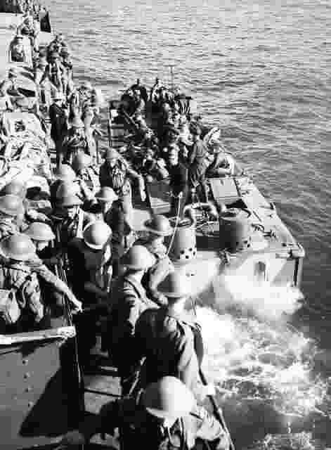 Cameron Highlanders of Canada a caminho de Dieppe, 1942, pin by Paolo Marzioli