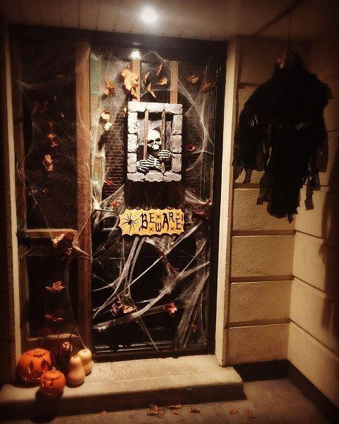 Diy halloween door decorations with household items