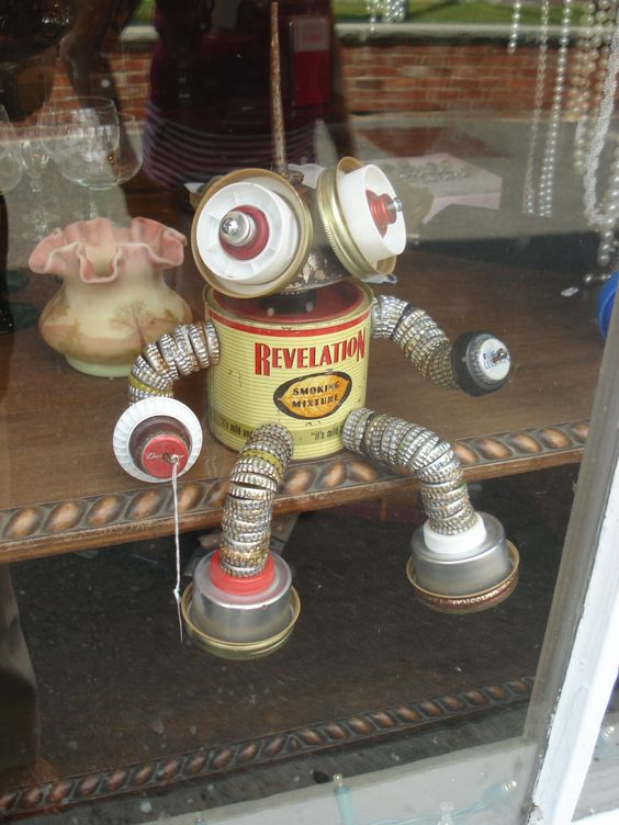 Tin can man garden art pinterest botella tapas de for Tin man out of cans
