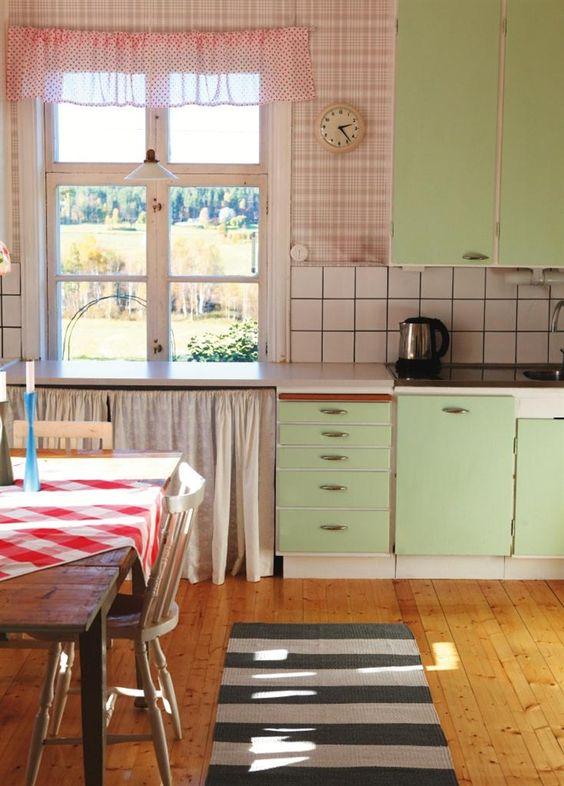 I love this fifties kitchen! husohem.se | Mid century fabulous | Pinterest  | Kitchens, Dresser island and Mad men decor