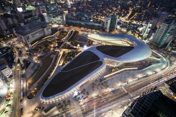 新国立競技場設計のザハ・ハディドがソウルに建てた東大門DDPが好評 : 文化 : ハンギョレ