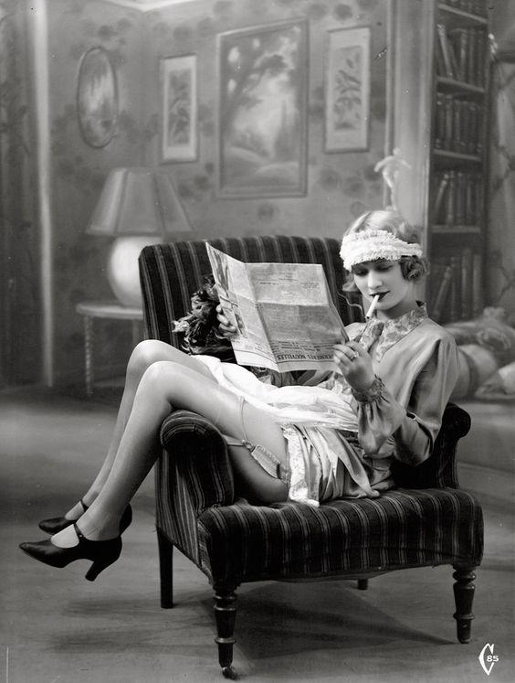 Smoking flapper 1920s