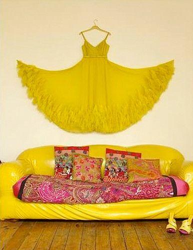 vestido amarelo na parede ♥
