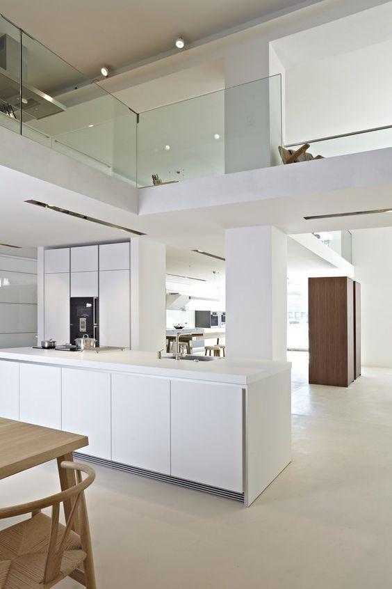 Küche in Weiß #interior #einrichtung #dekoration #decoration - sockelleisten für küchen