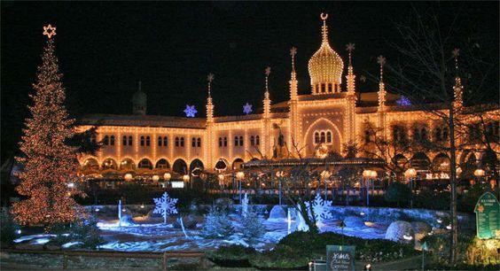 Sei in cerca di una destinazione natalizia? Scopri Giardini di Tivoli, uno dei mercatini di Natale più apprezzati in Europa! Destinazione: Copenaghen!