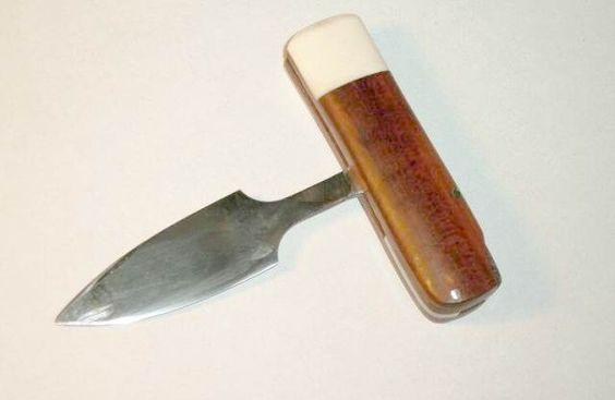 push dagger   Push Dagger convertible en couteau droit. Extrémité blanche : os de ...
