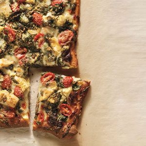 Artichoke, Tomato and Spinach Pizza #vegetarian | http://www.rachaelraymag.com/Recipes/rachael-ray-magazine-recipe-search/dinner-recipes/artichoke--tomato-and-spinach-pizza