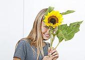 rg7-1388 Girl holding sunflower
