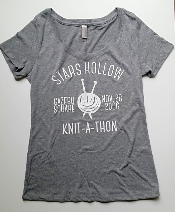 Stars Hollow Knit-A-Thon T shirt in size XL: