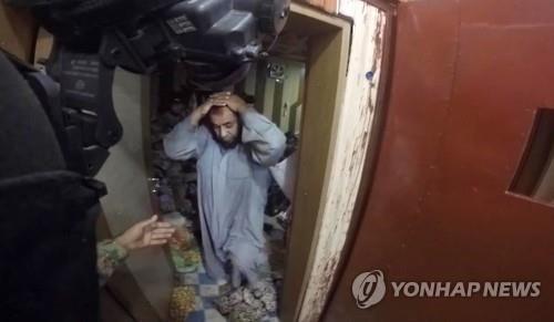 """IS 생환인질 """"구타·고문에 굶주리며 참수영상 시청"""" : 네이버 뉴스"""