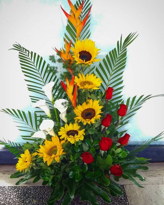 "12 Gostos, 0 Comentários - Floreslindas Rita Da Silva (@floreslindascj) no Instagram: ""Rosas combinadas. . . . #cumpleaños #happyday #happy #frutas #fruit #peluche #teddy #amor #live…"""
