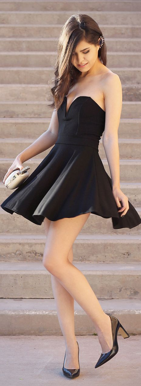 Fashionista: Pretty Girl in Black Dress
