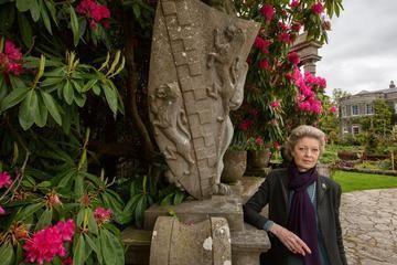 Fondé par les Stewart (marquis de Londonderry) en 1774, le domaine s'organise autour d'un manoir remanié au début du 19ème siècle dans le style néoclassique. Quantité d'essences exotiques ont été acclimatées dans les jardins. Le domaine est géré aujourd'hui par le National Trust mais l'actuelle marquise de Londonderry, Lady Rose Lauritzen y a gardé l'usage de ses appartements familiaux qu'elle occupe avec son mari Peter six mois par an.