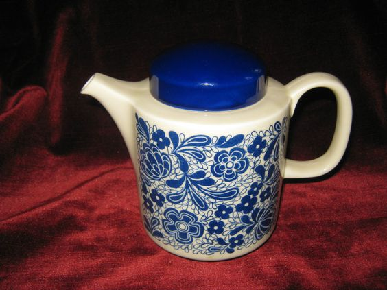 dekorative Kaffeekanne/Teekanne von Colditz beige mit blauem Muster und Deckel