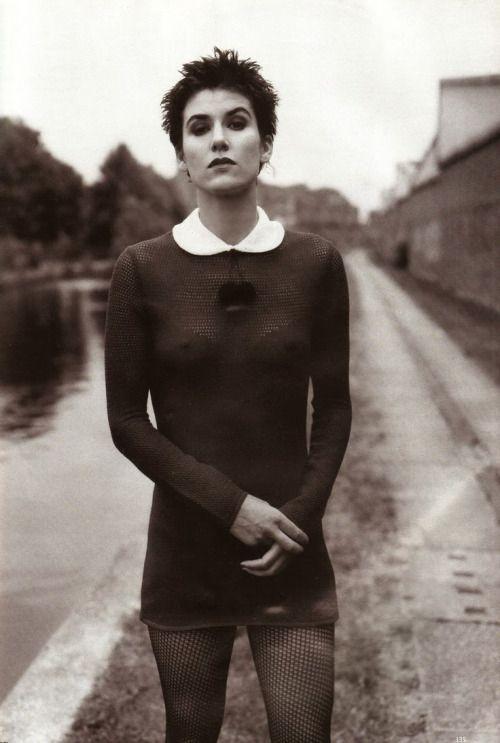 saloandseverine:  Vogue UK   1993, Anglo Saxon AttitudeBella Freud by Steven Meisel