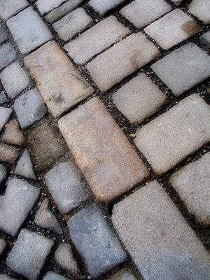 How to Lay Paving Slabs on Grass | eHow UK
