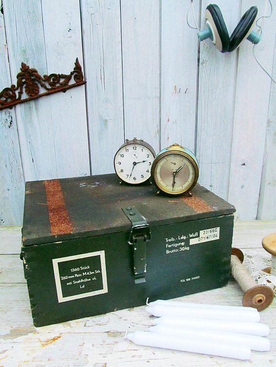 Vintage Aufbewahrung - alte Holzkiste im Industrielook -  von Gerne_wieder bei DaWanda #industrial #vintage #kiste #kasten #munitionskiste #truhe