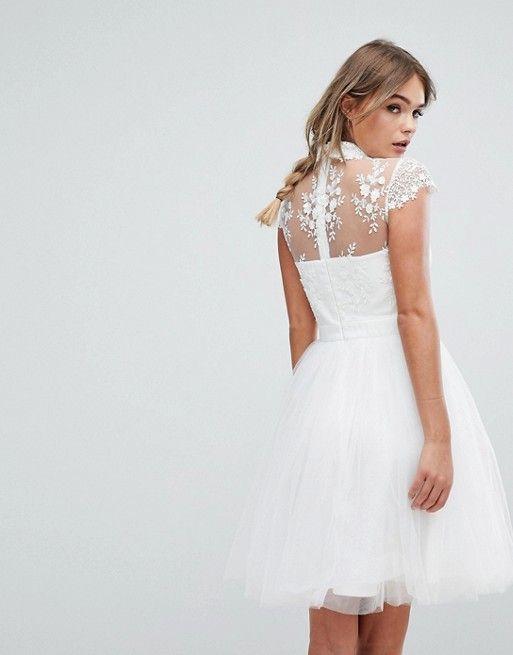 Elegantes Abendkleid Aus Tull Von Chi Chi London Aboutyoude Das Kleid Bekommt Durch Das Bestickte Blumenmuster Einen Opulenten Lo Kleider Abendkleid Modestil