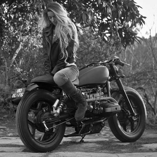 Salutations kissiennes. - Page 6 5b4b00cd360558d125c0a97387db6517--black-and-white-biker-girl
