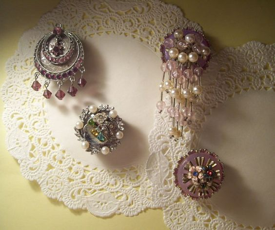I love these vintage jewelry magnets, fun and they make charming gifts