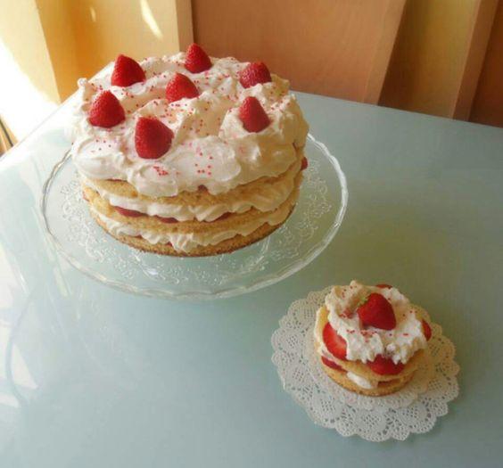 Tartas De Sande: Tarta de fresas con nata.