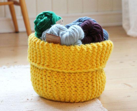 Yarn basket - free knitting pattern - Pickles