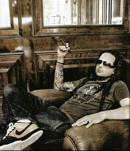1 of my absolute fav pics of my main man, J.D, lead singer & song writer for 90% of Korn songs! So chill, relaxed & so DAMN HOT!