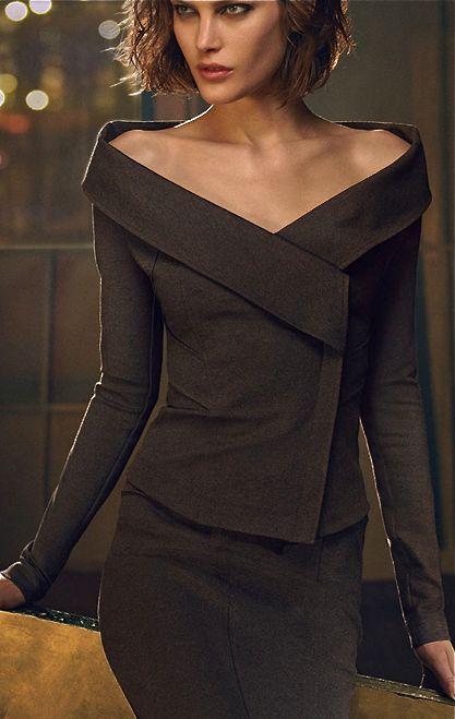 Donna Karan. #tailleur #saia #gola: