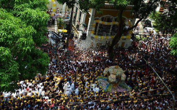 Círio de Nazaré: 2 milhões de pessoas lotam as ruas de Belém . http://www.correiobraziliense.com.br/app/noticia/politica-brasil-economia/33,65,33,12/2014/10/12/interna_brasil,452073/cirio-de-nazare-2-milhoes-de-pessoas-lotam-as-ruas-de-belem.shtml