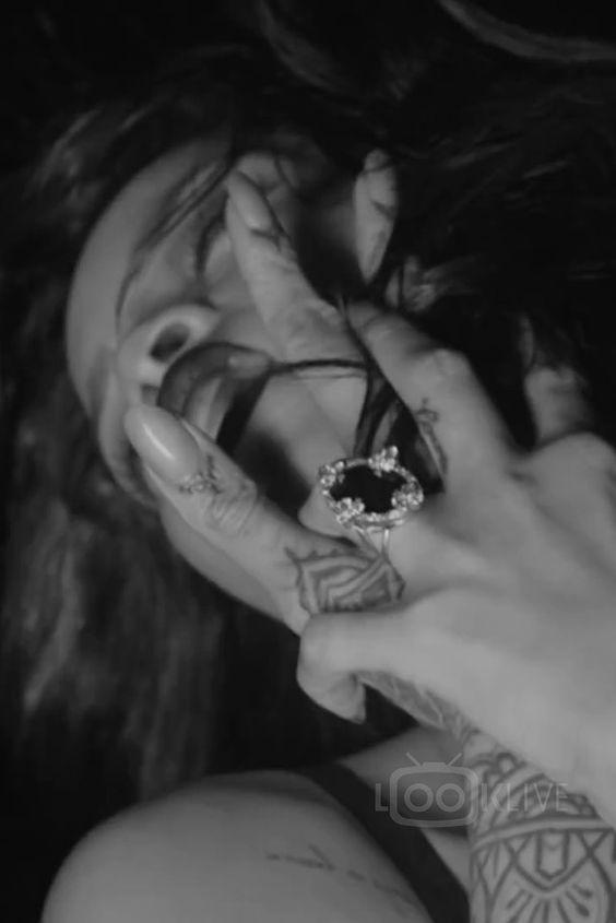 Rihanna wearing  Neil Lane Oval Onyx Diamond Ring