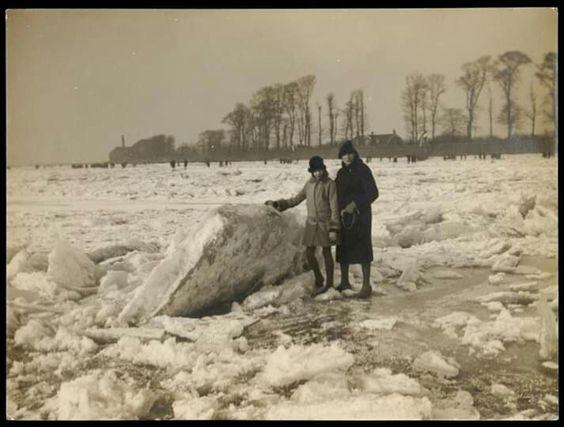 1929, op de Maas bij het Kralingse Veer.