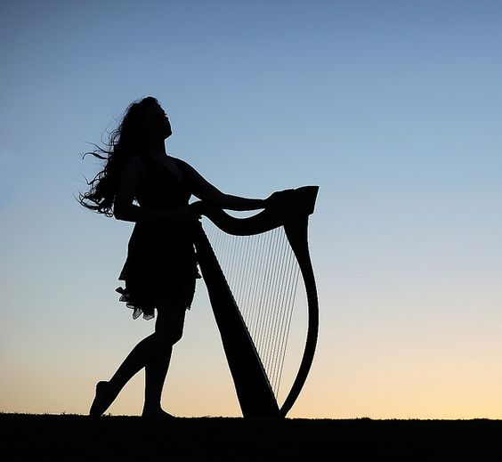 Music of angles - Harpist: