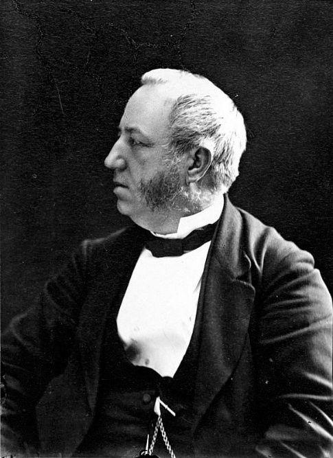Le 4 avril 1890, il y a 125 ans, disparaissait Pierre-Joseph-Olivier Chauveau. Écrivain et homme politique, il s'est distingué par ses contributions à la littérature, à l'administration publique et à l'éducation. Créateur du premier ministère de l'Instruction publique et professeur de droit romain à l'Université Laval à Montréal, il fut surtout le premier Premier ministre du Québec (1867-1873). © Bibliothèque et Archives nationales du Québec