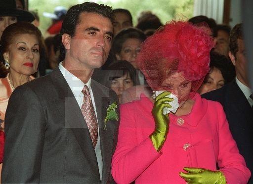 Rocío y José Ortega Cano durante la ceremonia religiosa del enlace de Rocío Carrasco y Antonio David Flores