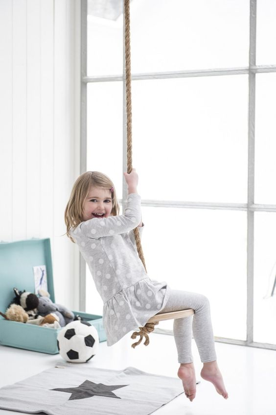 DIY, swing, girl, kidsroom | Photographer Louis Lemaire/InsideHomePage.com | Styling Marieke de Geus | vtwonen September 2015: