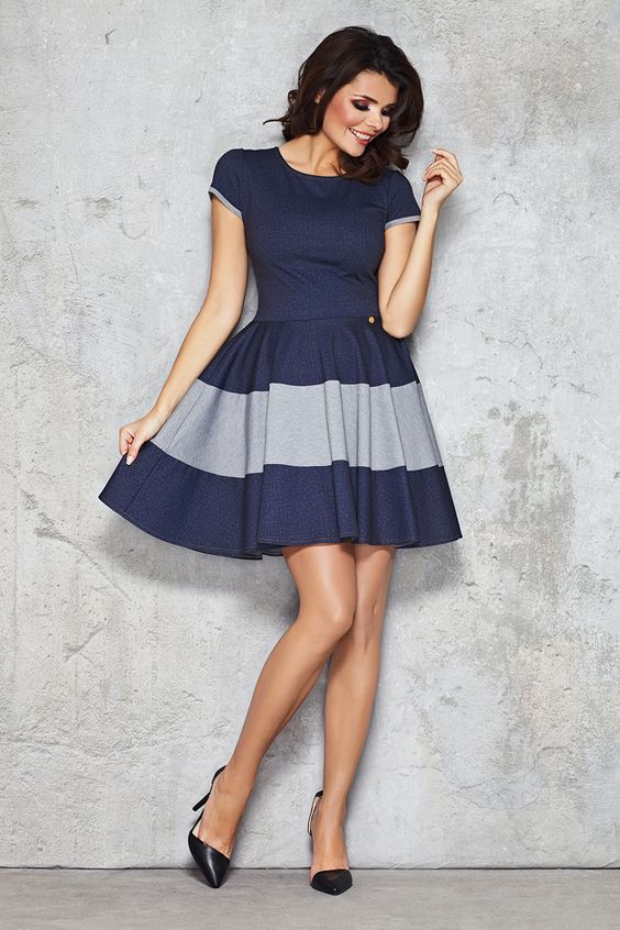 Kurz und Oho: Hübsches Mini Kleid mit Blockstreifen / cute mini dress with one big grey stripe by InfiniteYou via DaWanda.com