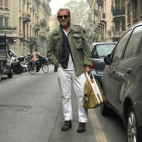 """Mi piace"": 3,517, commenti: 32 - Alessandro Squarzi (@alessandrosquarzi) su Instagram: ""A man with a bag in the middle of the road: do I cross it? I'm waiting, before a coffee!!!!....…"""