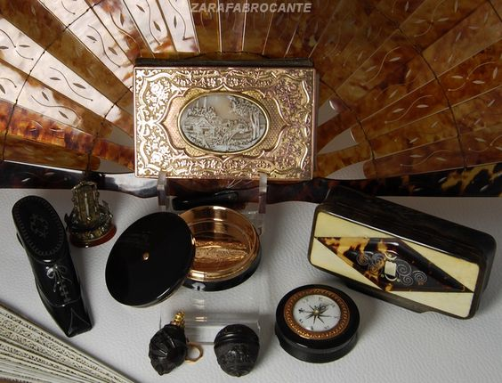 Snuff boxes and other items